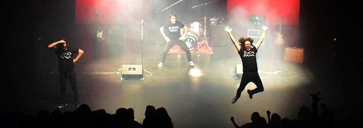 El rock suena en familia teatro f garo adolfo for Teatro figaro adolfo marsillach