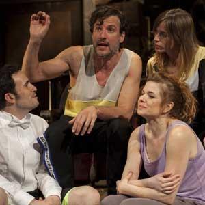 Miguel Del Arco recupera para el teatro el gusto por el 'Érase una vez...' con 'Ilusiones'.