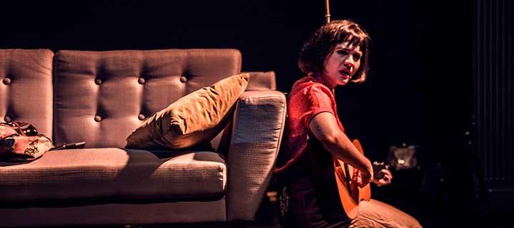 Segunda entrada con un 50% de descuento para 'Desde el sofá' en el Teatro Lara