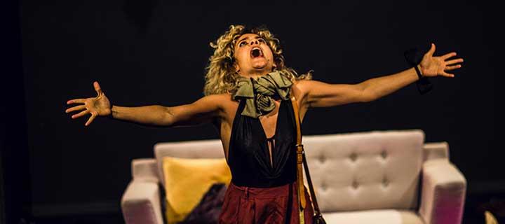 Finalizada: Entradas a 12€ para 'Desde el sofá' en el Teatro Lara