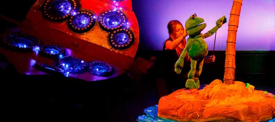 Entradas a partir de 7 euros para 'Una rana en el mar' en los Teatros Luchana