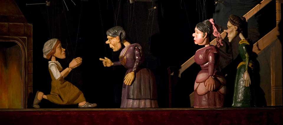 EL REAL JUNIOR: Cuentos al calor del hogar - Teatro Real - Teatro Madrid